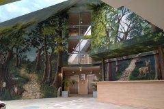 Décor d'hôtel Mercure, hall d'entrée, forêt stylisée.