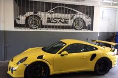 Porsche 911 GT3 peinte en trompe l'oeil, garage Reskue à Châtelaine , Genève.